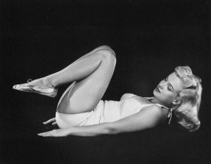 Marilyn Monroe doing Yoga in 1948 (1)